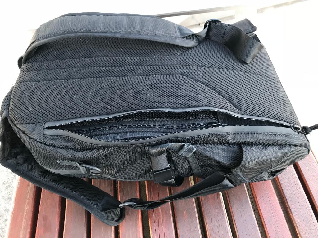 Arktype Dashpack Review Rear Pocket