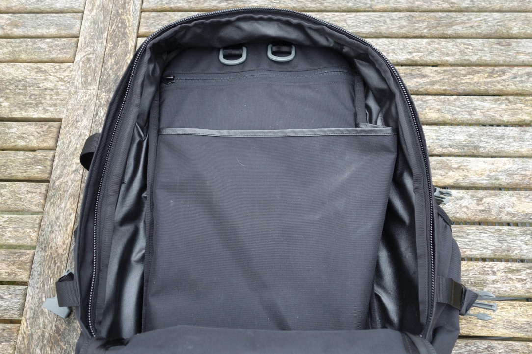 Sabra Gear Solo Review internal hydration and laptop compartment