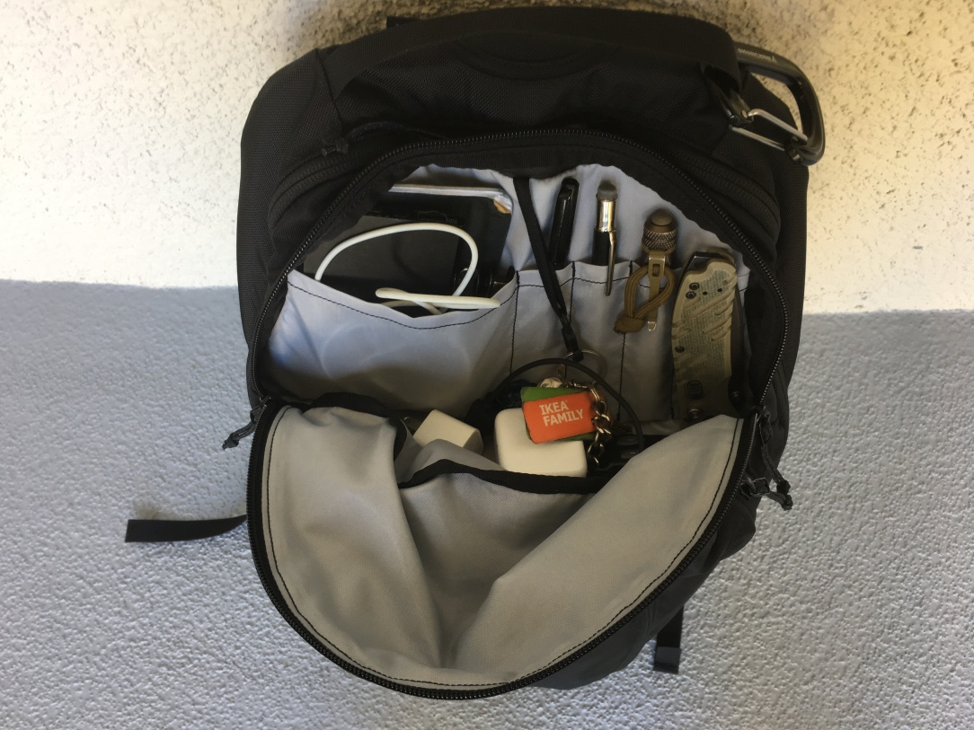 Arc'teryx Mantis 26 review admin area interior photo organisation area top pocket open pen loops key holder