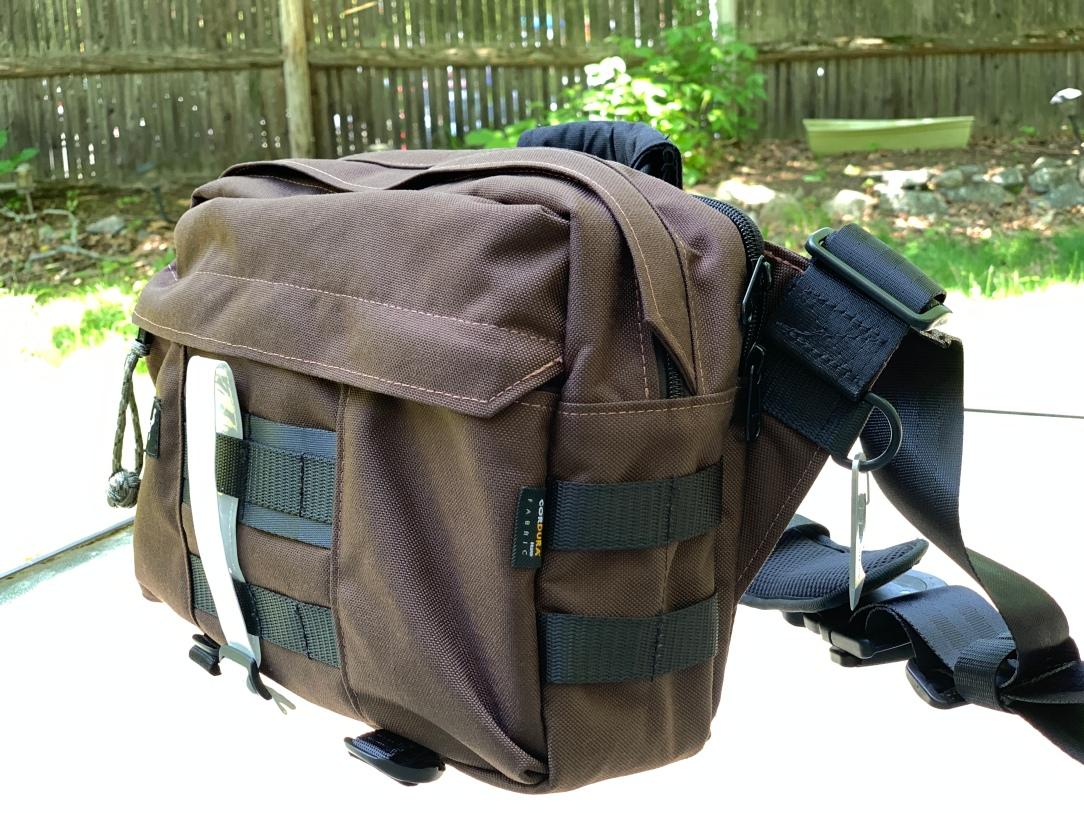 Greenroom136 Metromonger Review side profile of bag