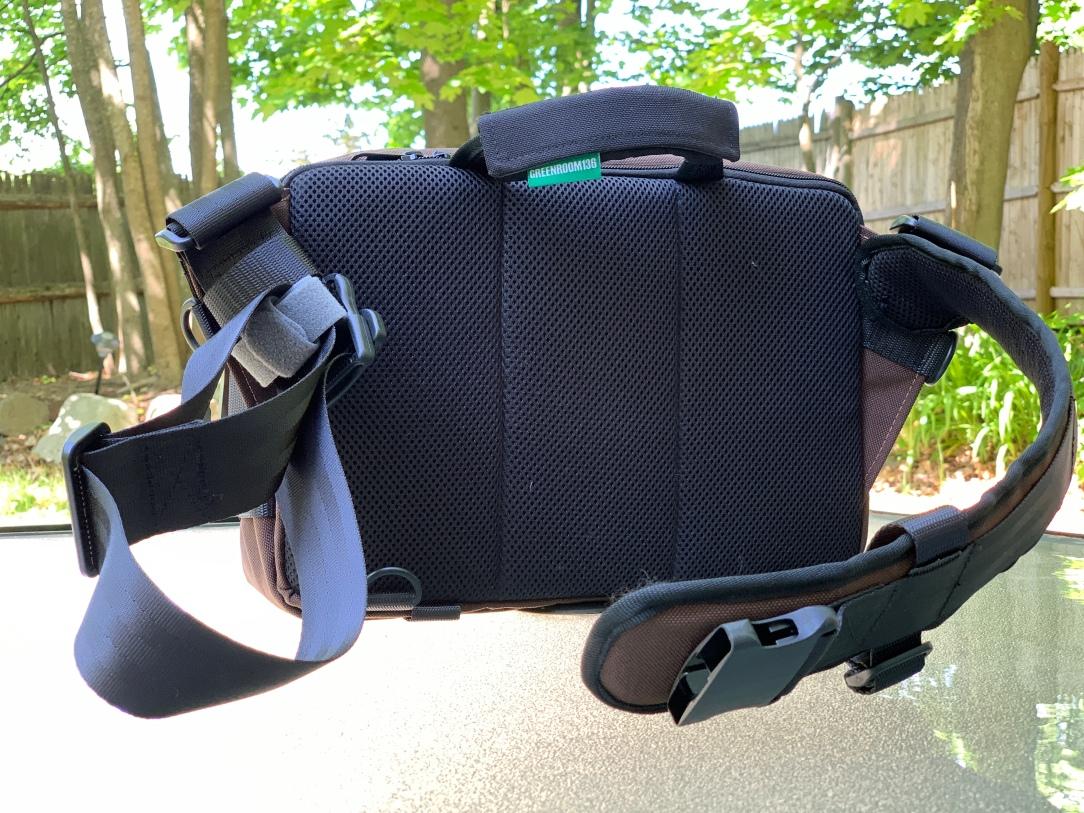 Greenroom136 Metromonger Review mesh padded back