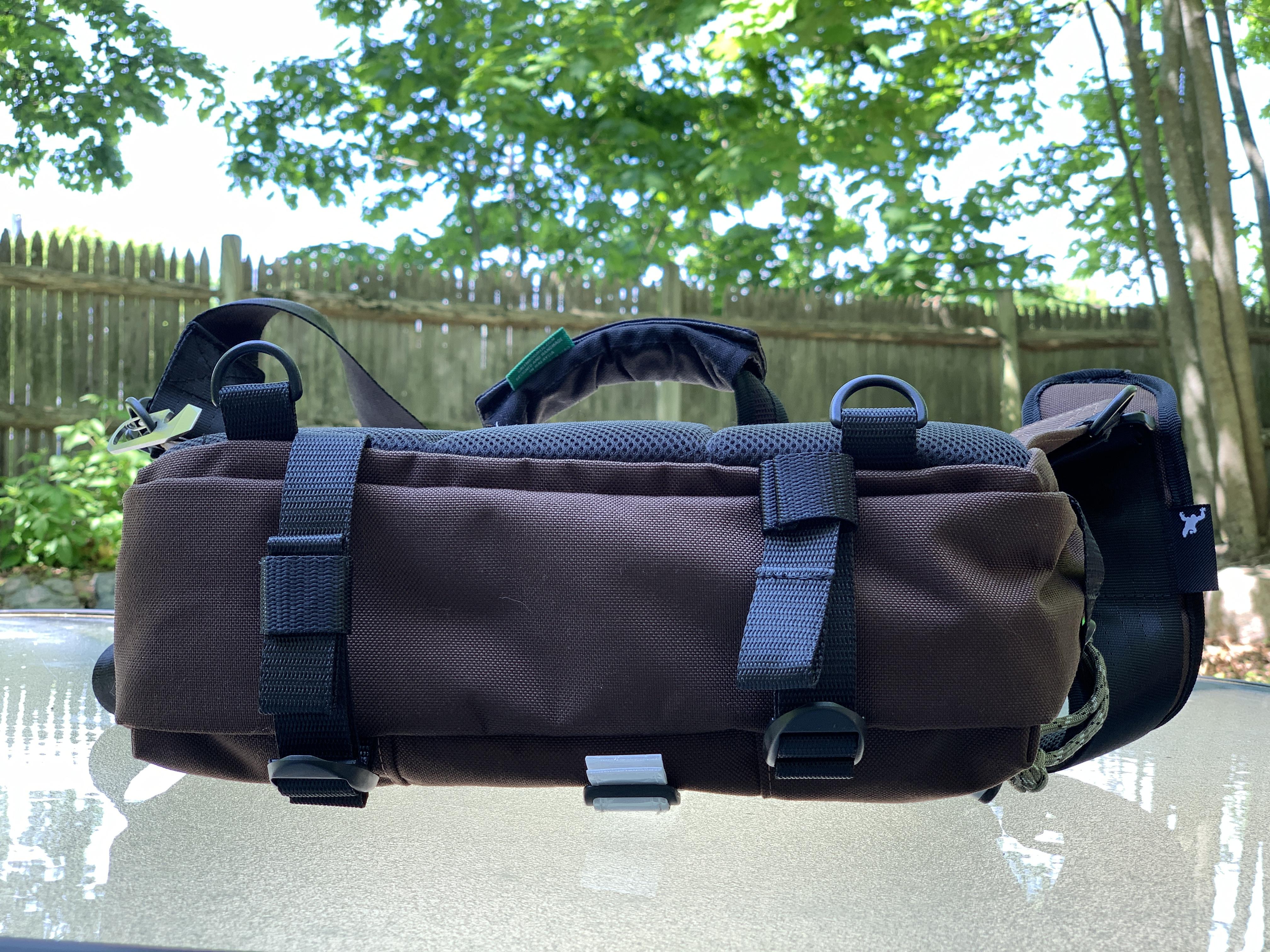 Greenroom136 Metromonger Review bottom of bag webbing straps