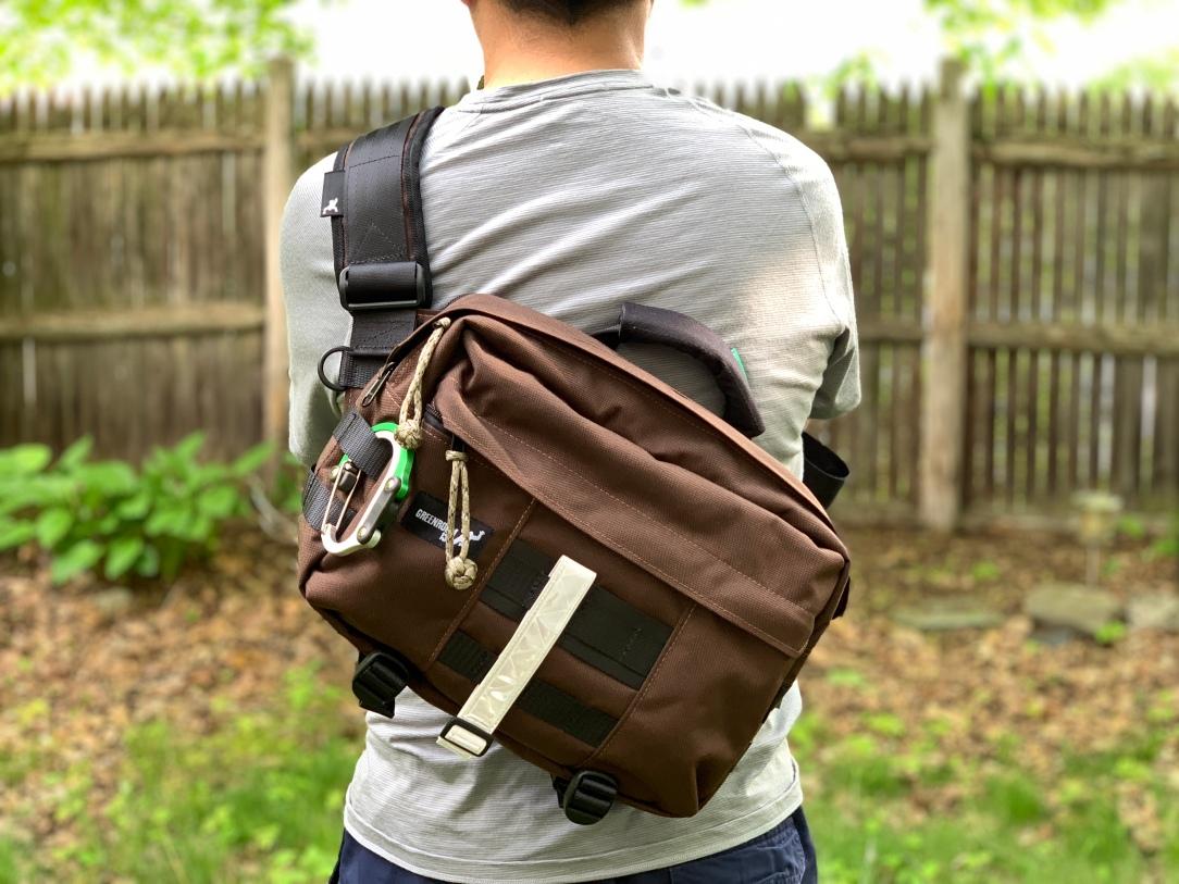 Greenroom136 Metromonger Review wearing on back